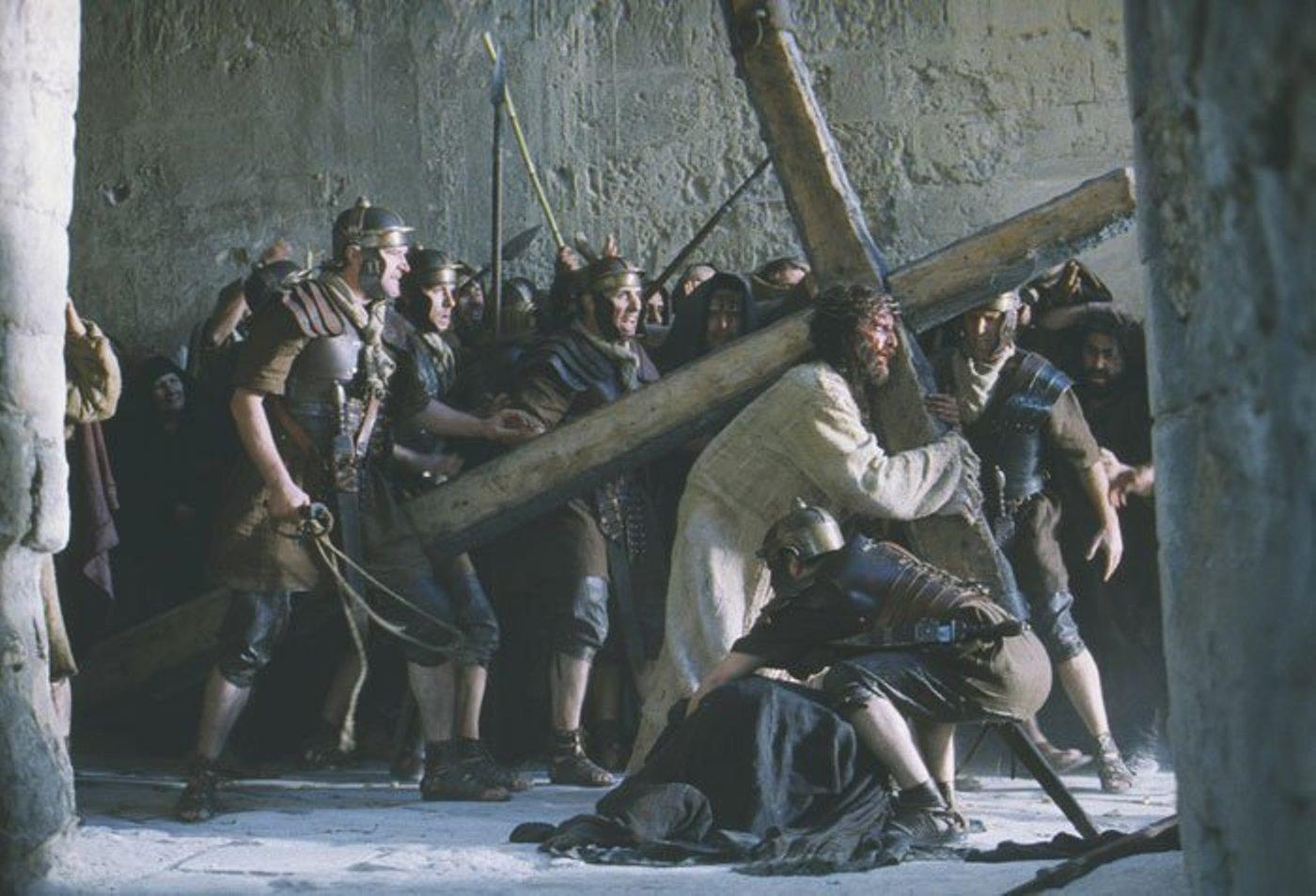 jesus-carrying-cross1